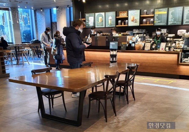19일 오전 서울 마포구 한 커피전문점의 모습./사진=이미경 기자