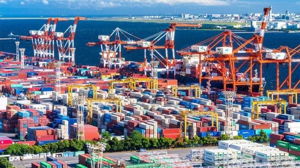한국 덕분에…일본, 수출 급감에도 3년 만에 '무역흑자' [정영효의 일본산업 분석]