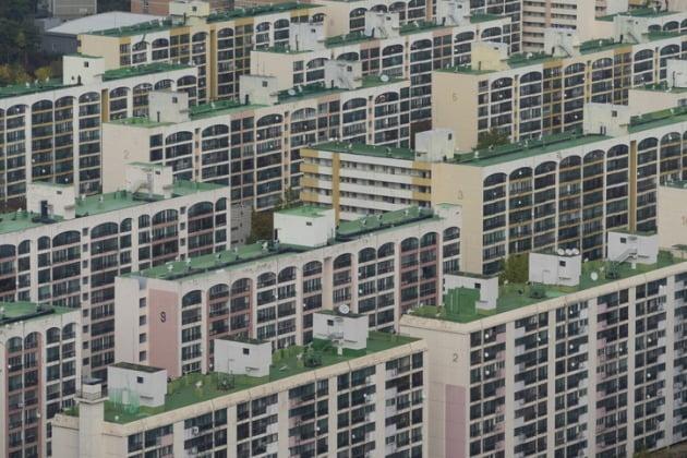 1주택자들이 소유한 아파트에 대한 옹호글을 앞다퉈 올리고 있다. . 서울 아파트 전경. / 자료=게티이미지