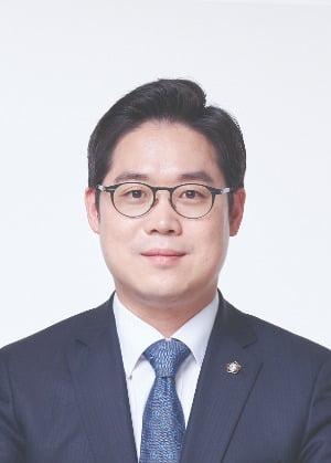 신임 서울지방변호사회장에 김정욱…첫 로스쿨 출신 회장
