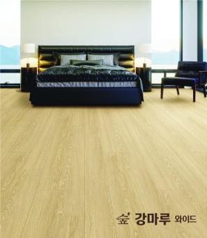 KCC글라스의 '숲 강마루 와이드' 리치오크 색상 제품.