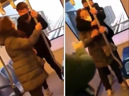 경기 의정부경전철에서 중학생으로 추정되는 남학생이 여성 노인의 목을 조르는 등 폭행하는 영상이 온라인에서 유포돼 논란이 되고 있다. 사진=연합뉴스