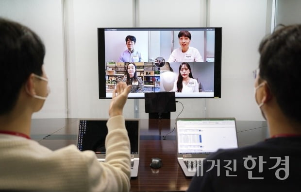 SK텔레콤은 대기업 신입사원 정기 채용 최초로 지난 6월 비대면 그룹 소통 방식인 '인:택트(Interactive Untact)' 면접을 실시했다. (사진 제공=SK)