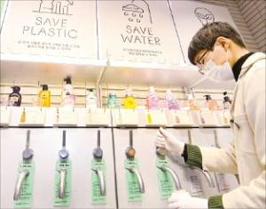 샴푸와 보디워시 내용물만 판매하는 아모레퍼시픽  '리필 스테이션' 아모레퍼시픽 제공