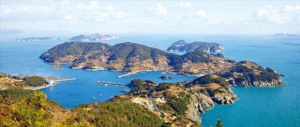 비렁길 따라 눈부신 파랑, 그 찬란한 위로…한려수도 끝자락 별처럼 떠있는 섬 욕지도