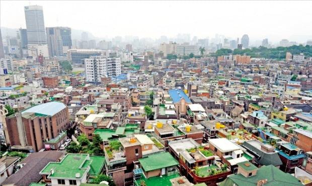 도시재생 대신 공공재개발을 할 수 있게 해달라고 요구하고 있는 서울 종로구 창신동 일대.  /한경DB