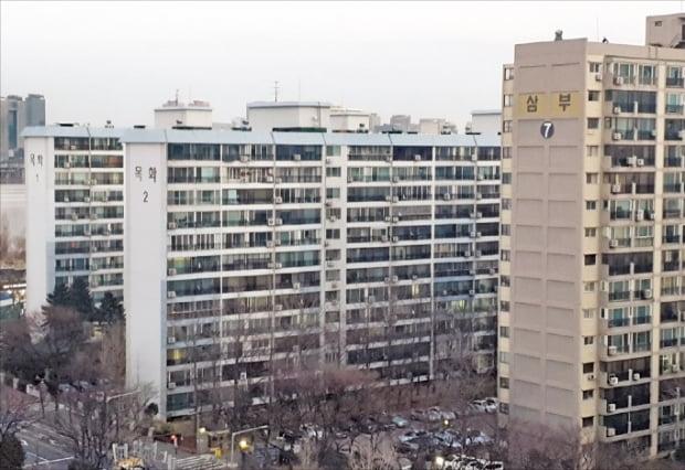 재건축 정밀 안전진단을 최종 통과한 서울 여의도동 목화아파트.  배정철  기자