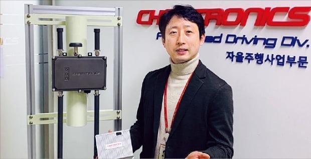 김응수 켐트로닉스 전무가 경기 성남시에 있는 본사에서 자율주행 기술을 설명하고 있다.