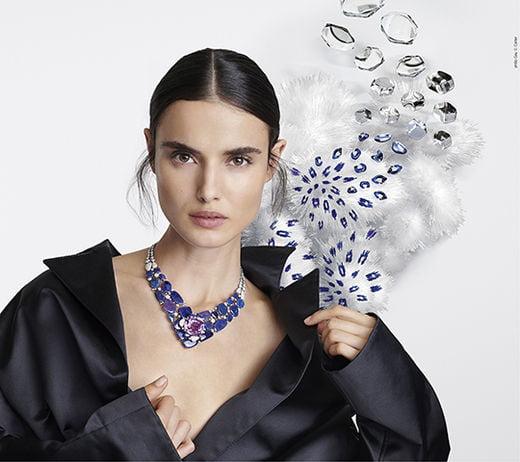 에미스 네크리스_플래티늄, 71.80캐럿의 쿠션형 쿤자이트, 오팔, 핑크 및 화이트 브릴리언트 컷 다이아몬드.