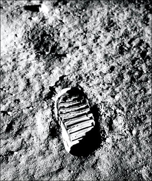 달 표면에 찍힌 올드린의 발자국.