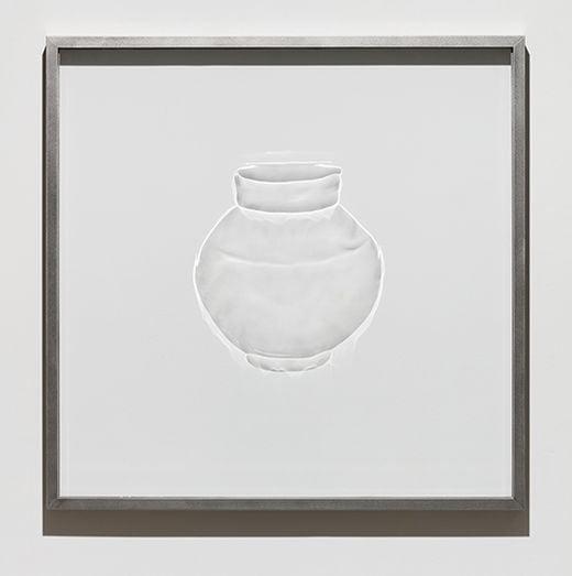 백유항아리, 유리판에 인그래빙(engraved) 기법과 금속 프레임, 104.5×103.5×6cm 32kg, 2019년