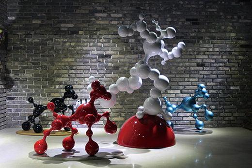 버블 스토리(Bubble Story)> 스테인리스 스틸에 우레탄 도장, 2016년