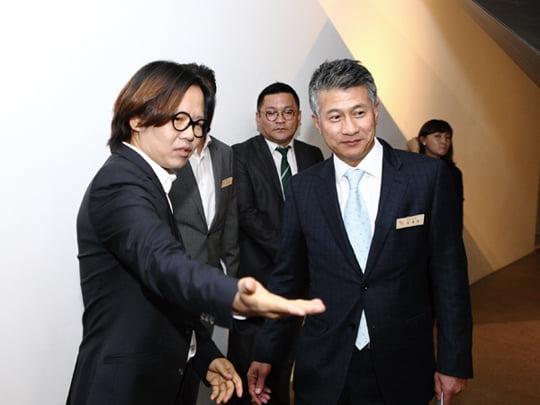 조호건축 이정훈 소장(왼쪽)과 유니온스틸 장세욱 대표이사.