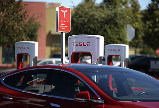 PETALUMA, CALIFORNIA - SEPTEMBER 23: A view of Tesla Superchargers on September 23, 2020 in Petaluma, California. California Gov. Gavin Newsom signed an executive order directing the California Air Resources Board to establish regulations that would require all new cars and passenger trucks sold in the state to be zero-emission vehicles by 2035. Sales of internal combustion engines would be banned in the state after 2035.   Justin Sullivan/Getty Images/AFP == FOR NEWSPAPERS, INTERNET, TELCOS & TELEVISION USE ONLY ==/2020-09-24 06:57:29/