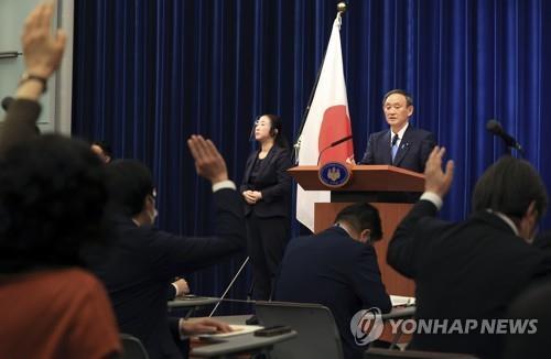 고이케 도쿄지사 '극장정치'로 압박…스가 이틀만에 '백기'