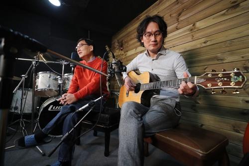 [#나눔동행] '장애 뛰어넘은 하모니' 전자공학 교수의 희망노래