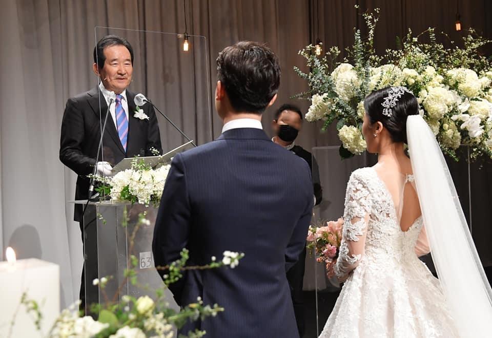 정총리, '주례서달라'던 20대 커플 결혼식서 '깜짝 주례'