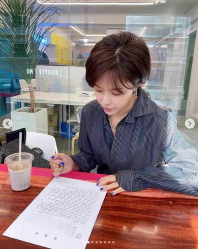 배우 황정음 / 사진 = 김우리 인스타그램