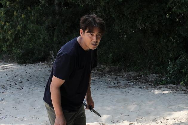 김성수, 살인마의 표적이 되다…영화 '게임의 법칙: 인간사냥'으로 컴백