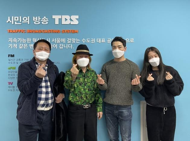 '허리케인 라디오' 출연자/ 사진=TBS 제공