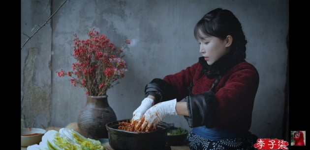 김치를 중국 음식이라고 소개한 중국 유튜버/사진=중국 유튜버 리쯔치 영상 캡처