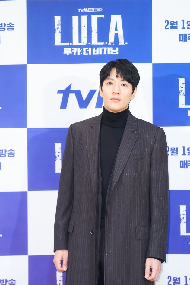 김래원은 '루카: 더 비기닝'에서 세상을 뒤바꿀 능력을 숨긴 채 쫓기게 된 남자 지오 역을 맡았다. /사진제공=tvN