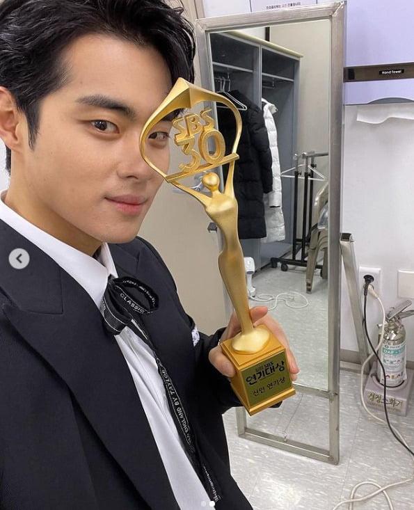 첫 주연 '스토브리그'로 신인상 수상 (2020년 12월 31일) 사진=SNS