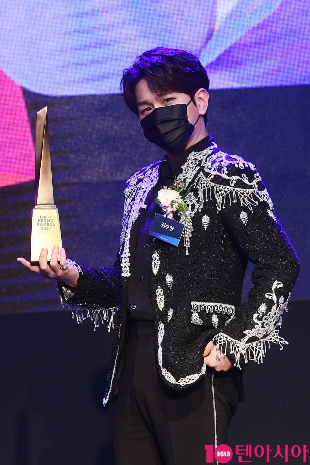 [TEN 포토] 김수찬 '프린수찬 등장~'