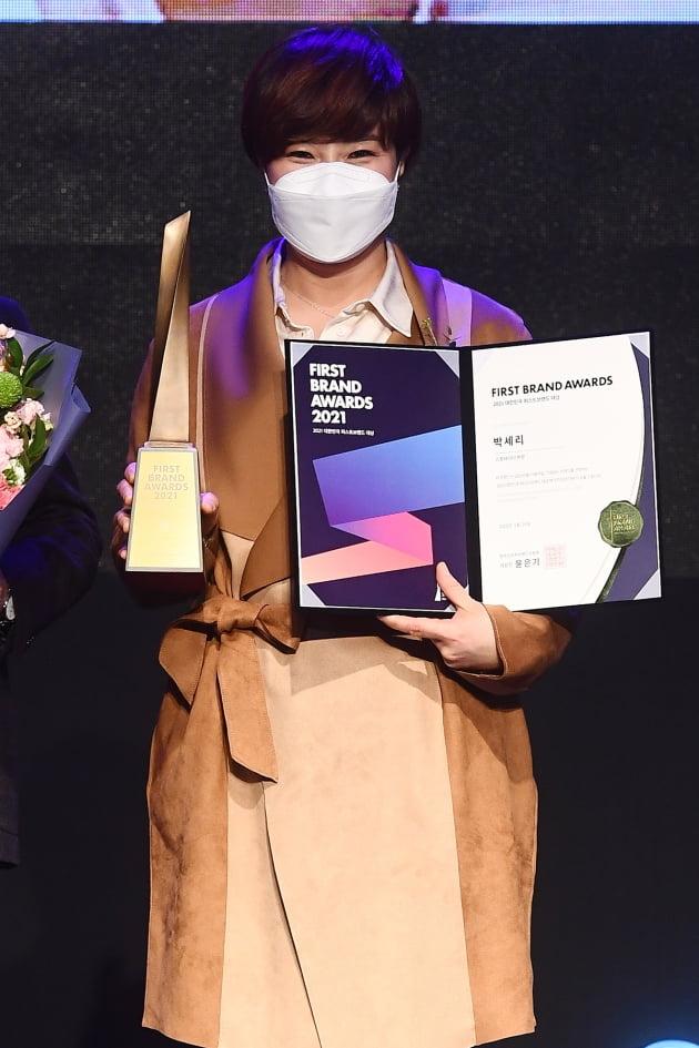 전 골퍼 박세리가 '2021 대한민국 퍼스트브랜드 대상'에서 스포테이너상을 받았다. /이승현 기자 lsh87@