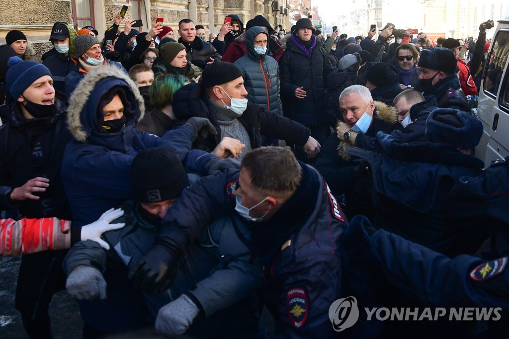 러시아 전역서 구금 나발니 지지 시위…극동 도시부터 시작