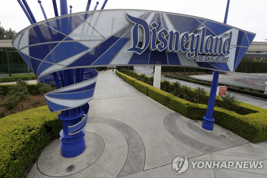 디즈니랜드, 코로나 장기화에 연간 회원권 프로그램 중단