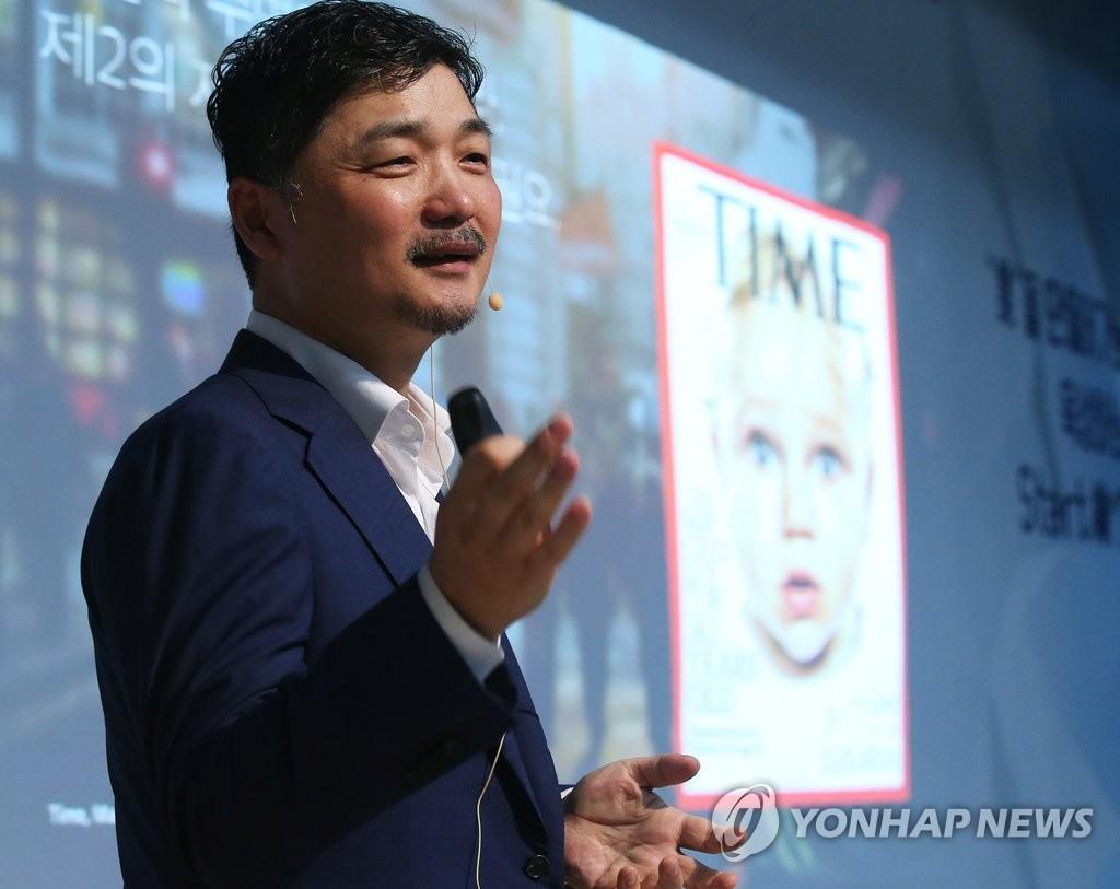 """카카오 김범수 아들딸, '아버지 회사' 재직…""""승계와는 무관"""""""