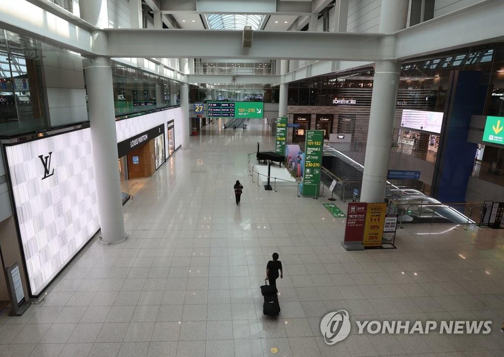 기약 없는 인천공항 면세사업자 선정…내달 말 롯데·신라 철수