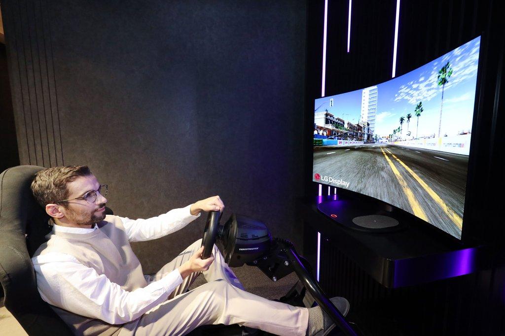 CES 2021서 OLED 뽐낸 LGD…'미니 LED TV'와 비교 테스트도