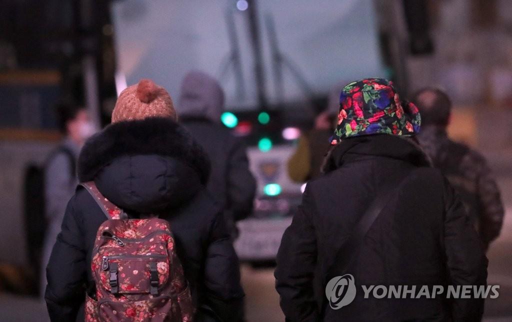 지리산 영하 24도…경남도 한파·폭설에 '덜덜·꽁꽁'