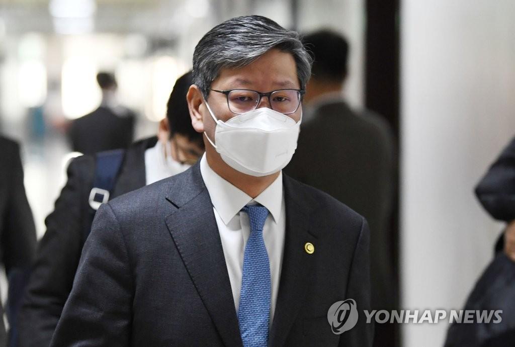 """경찰 """"이용구 내사종결 경찰관, 검찰 수사결과 고려해 조치"""""""