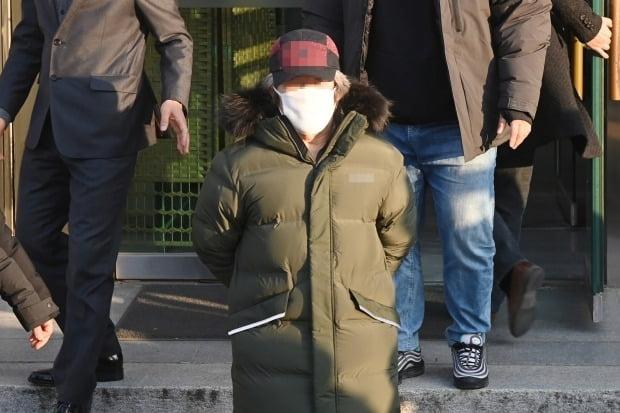 지난달 12일 형기를 마치고 출소한 아동 성범죄자 조두순이 경기도 안산시 법무부안산준법지원센터에서 나오고 있다. /사진=연합뉴스