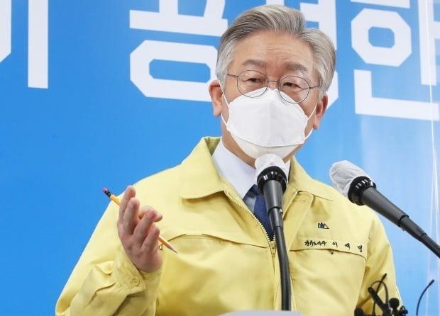 이재명 경기도지사가 12일 KBS 라디오 '주진우 라이브'와의 인터뷰에서 이명박, 박근혜 전 대통령의 사면에 반대하는 입장을 분명히 밝혔다. /사진=연합뉴스
