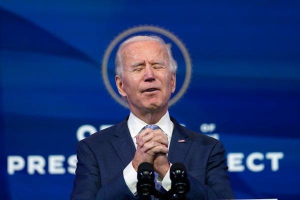 워싱턴 폭력사태에 대한 연설중 기도하는 조 바이든 미국 대통령 당선인/사진=AP