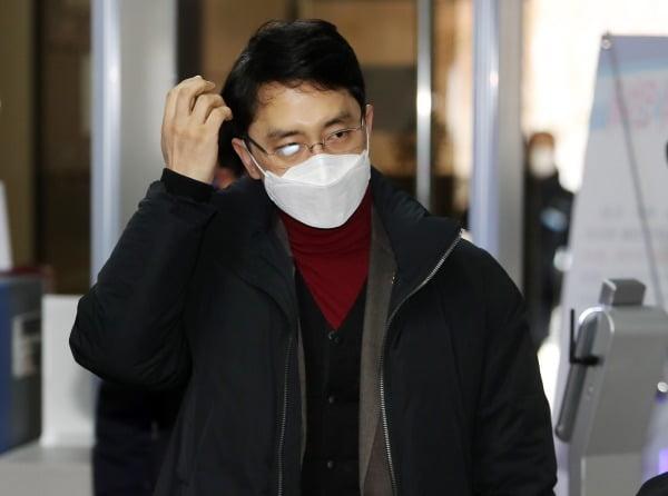 성폭행 의혹에 휩싸인 무소속 김병욱 의원(포항남구울릉군)이 11일 오후 선거법 위반 관련 재판을 받기 위해 대구지방법원 포항지원에 출석하고 있다. 사진=연합뉴스