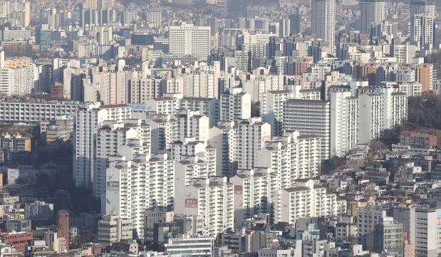 서울 남산에서 바라본 시내 아파트 밀집지역 전경. /연합뉴스
