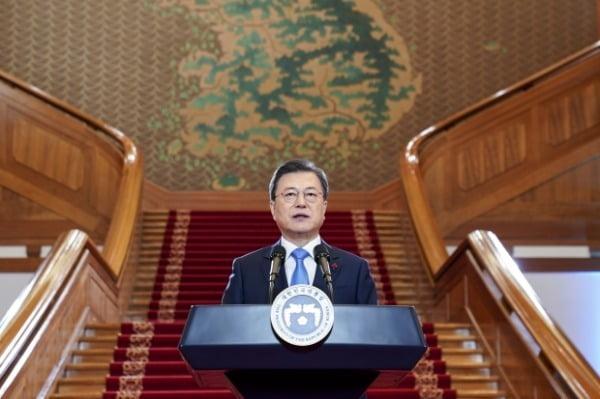 문재인 대통령이 지난 11일 청와대 본관에서 새해 국정운영 방향을 담은 신년사를 발표하고 있다 /사진=뉴스1