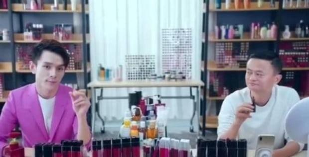 리자치와 알리바바 마윈과의 립스틱 판매 대결. 사진=웨이보 캡처