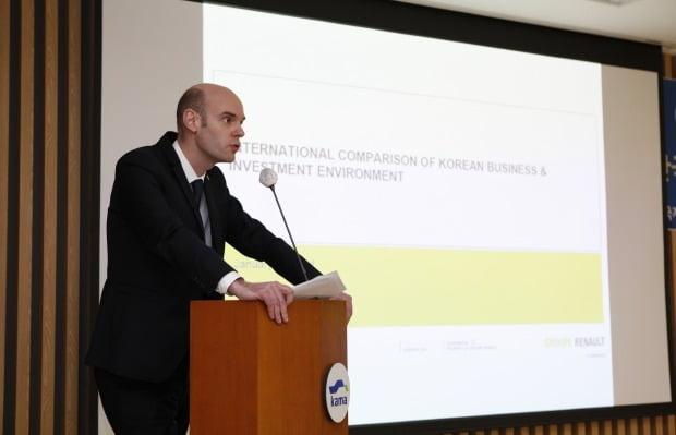 크리스토프 부떼 르노삼성 최고재무책임자(CFO)는 스페인 공장의 시간당 인건비가 부산 공장의 62% 수준이라고 지적했다. 사진=한국산업연합포럼