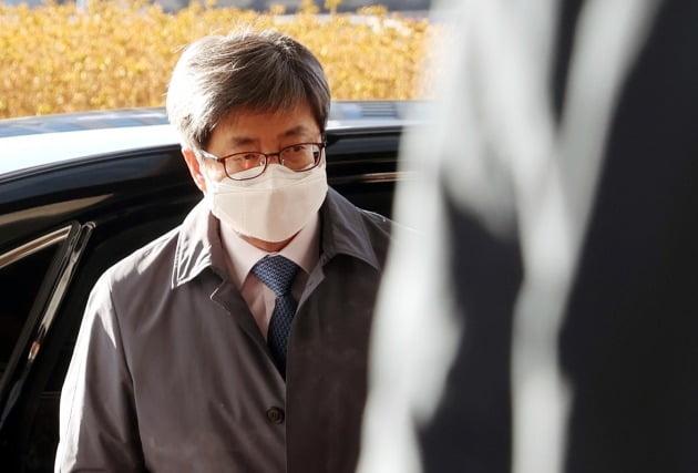 김명수 대법원장이 8일 오전 서울 서초구 대법원으로 출근하고 있다. 2021.2.8 [사진=연합뉴스]
