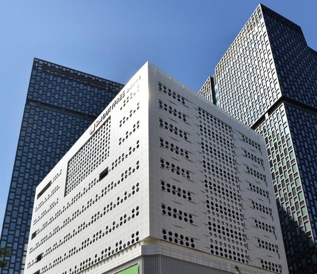 서울 종로구 인사동 하나투어 본사 사옥 '하나빌딩' 전경 / 한경DB