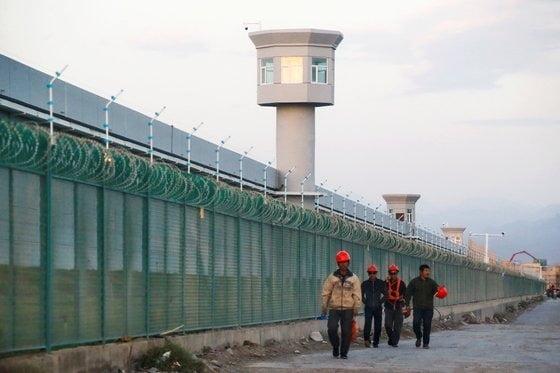 중국 신장 위구르자치구 신위안현의 위구르족 수용소./ 로이터연합뉴스
