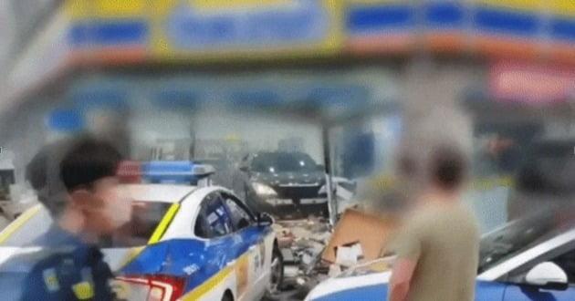 지난해 경기도 평택 도곡리 한 편의점에서 30대 여성 A씨가 차량으로 난동을 부리고 있다. /영상 출처=유튜브 채널 대전TV