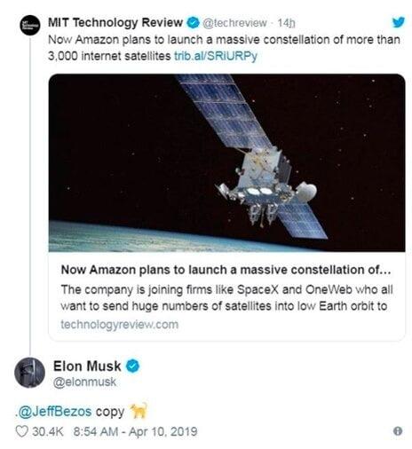 2019년 아마존의 카이퍼 사업 계획이 알려진 뒤 머스크가 트위터에 베조스를 태그하고 '카피캣(모방범)'이라고 지적한 일도 있다. 머스크 트위터 캡쳐.