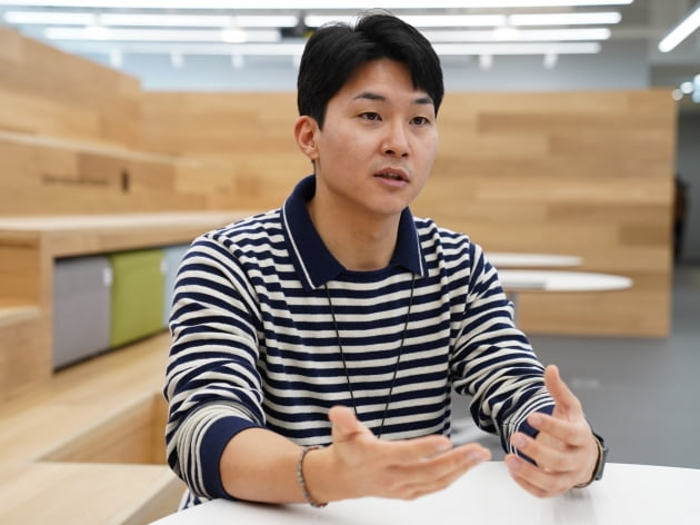 장한솔 뱅크샐러드 매니저가 지난 5일 서울 여의도 뱅크샐러드 본사에서 실험플랫폼에 대해 설명하고 있다.      뱅크샐러드 제공